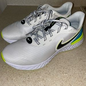 NIKE REVOLUTION 5 EXT RUNNING SHOES MENS SIZE 10